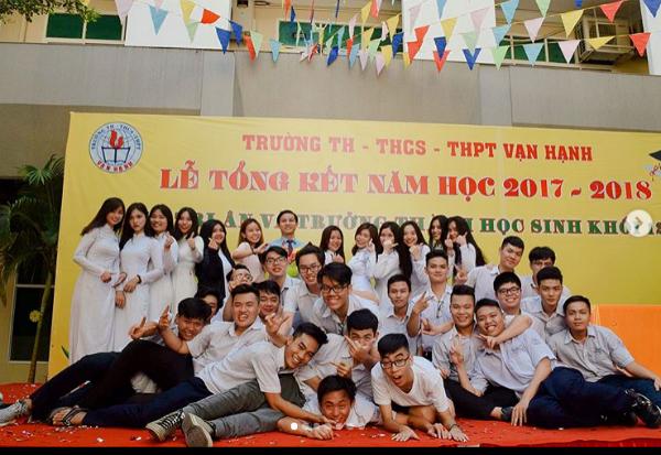 Thời điểm đăng ký thi Hoa hậu Việt Nam, Tiểu Vy là nữ sinh THPT Vạn Hạnh (TP HCM). Trước đó, cô học tạiTHPT Trần Quý Cáp (Quảng Nam).