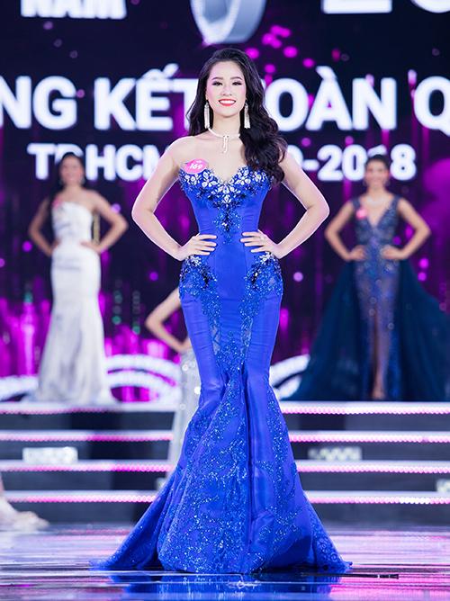 Nguyễn Hoàng Bảo Châu sinh năm 2000, nằm trong top những thí sinh nhỏ tuổi nhất. Cô cao 1,73 m, số đo 85-60-93. Bảo Châu vừa trở thành tân sinh viên của Học viện Ngân hàng.