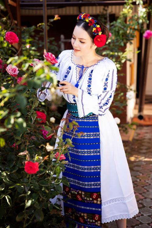 Với vai trò Lãnh sự danh dự của Romania tại TP HCM, người đẹp bày tỏ mong muốn được trải nghiệm nhiều nét văn hóa độc đáo của đất nước để hiểu và góp phần quảng bá, thúc đẩy mối quan hệ giữa Việt Nam và Romania.