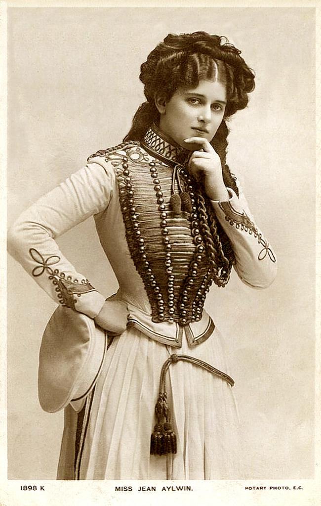 <p> <strong>11. Jean Aylwin</strong><strong>(1885 - 1964)</strong><br /><br /> Một nữ diễn viên hài thành đạt ở đầu thế kỷ 20</p>