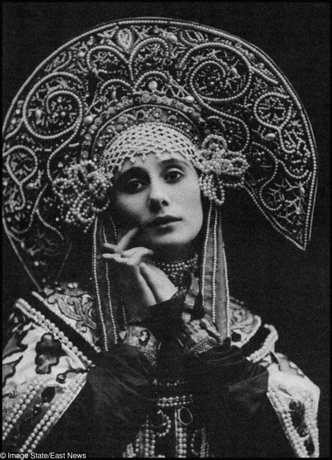 <p> <strong>12. Anna Pavlova</strong><strong>(1881 - 1931)</strong><br /><br /> Cô là diễn viên múa chính trong vũ đoàn bale của Hoàng gia Nga, nổi tiếng lịch sử.</p>