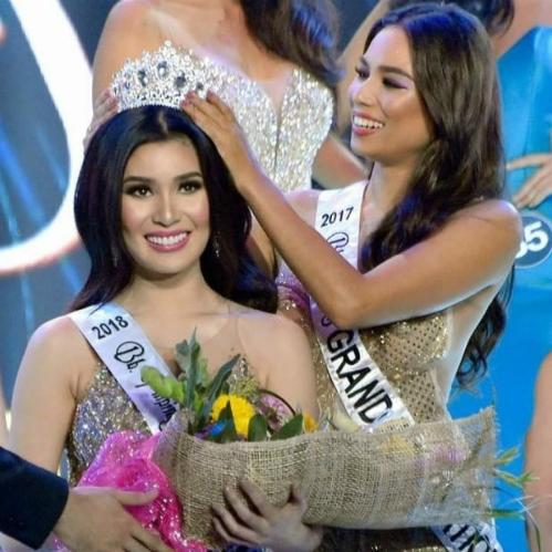 PhilippinesEva Psychee - đại diện Philippines năm nay 23 tuổi,cao 1,73m. Sở hữu gương mặt xinh đẹp cùng nụ cười tỏa nắng, Eva được nhiều fan của các cuộc thi nhan sắc trên thế giới mến mộ. Cô cũng được kỳ vọngđạt thành tích cao vì có rất nhiều người đẹp Philippines từng làm nên chuyện ở sân chơi này.