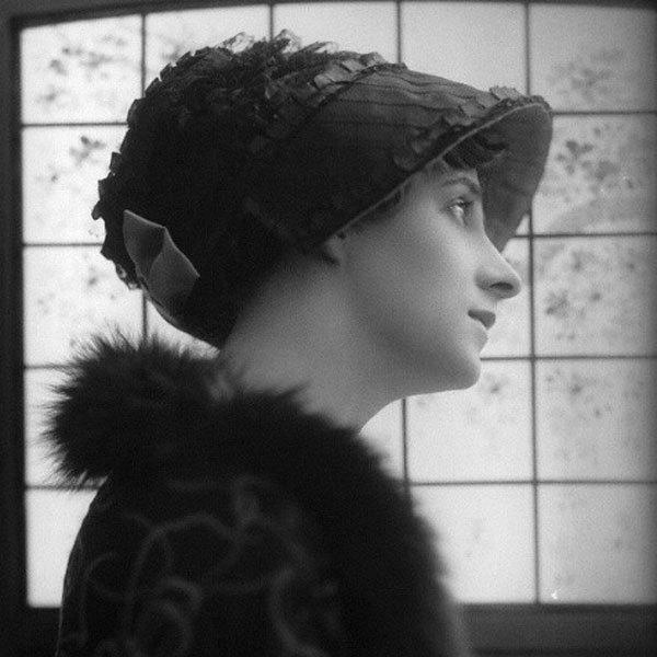 <p> <strong>14. Valli Knust</strong><strong>(1882 - 1927)</strong><br /><br /> Nữ diễn viên phim ca nhạc và phim câm xuất thân trong một gia đình quý tộc Anh lâu đời.</p>