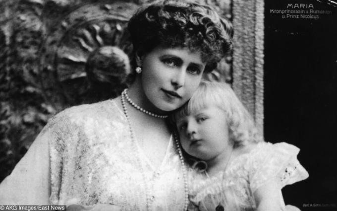 <p> <strong>17. Nữ hoàng Romania</strong><strong>(1875 - 1938)</strong><br /><br /> Bà tên thật làMarie Alexandra Victoria Saxe-Coburg, là nữ hoàng cuối cùng của Romania, và được người dân yêu quý hết mực.</p>