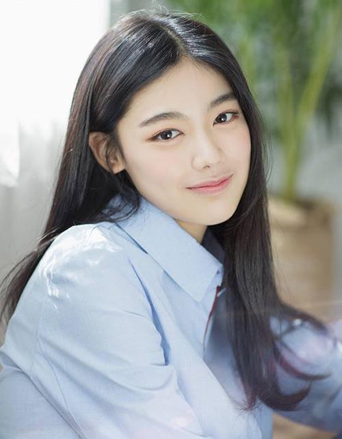 Kim Yuna sinh năm 2001, mới gia nhập vào công ty từ năm 2017.