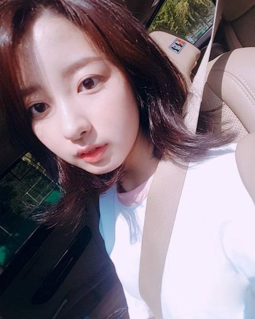 Kim Ji Min sinh năm 2000, là diễn viên nhí thuộc sự quản lý của JYP. Cô nàng từng đóng vai phụ trong nhiều tác phẩm đáng chú ý như Goddess Of Fire, Pluto Secret Society...