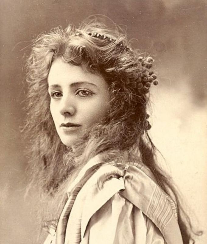 <p> <strong>4. Maude Adams</strong><strong>(1872 - 1953)</strong><br /><br /> Nữ diễn viên người Mỹ, nổi tiếng với vai diễn Peter Pan ở nhà hát kịch Broadway.</p>