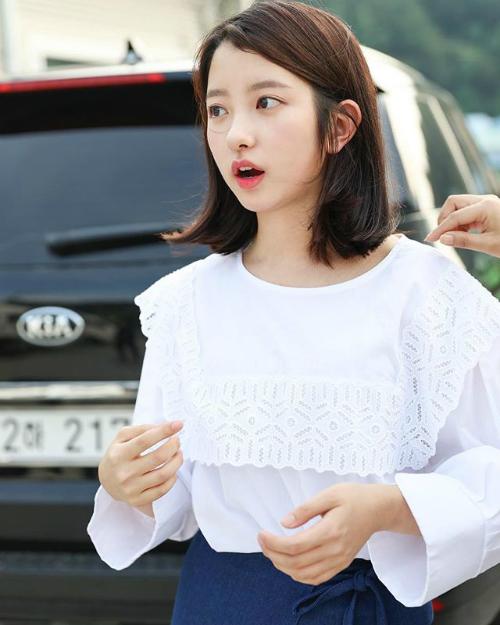 Park Ji Min có đôi mắt to, khuôn miệng nhỏ nhắn, phù hợp với kiểu vai diễn nhí nhảnh, đáng yêu.