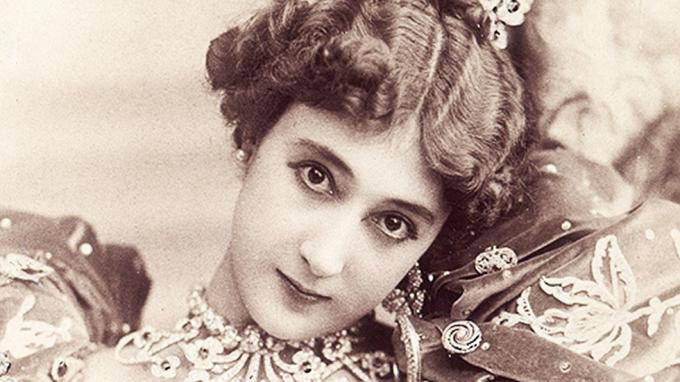 """<p> <strong>5. Carolina Otero</strong><strong>(1868 - 1965)</strong><br /><br /> Cô có biệt danh là """"La Belle"""", là vũ công, ca sĩ người Pháp nổi tiếng ở khắp các nước châu Âu.</p>"""