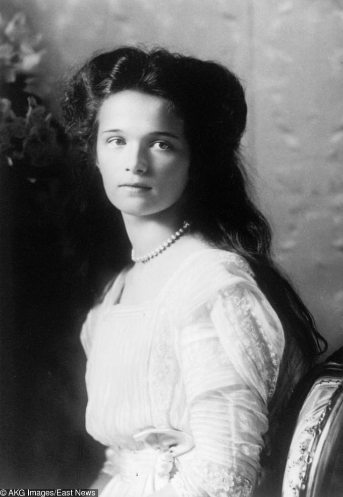 <p> <strong>8. Nữ công tước Olga</strong><strong>(1895 - 1918)</strong><br /><br /> Là con gái cả của Sa Hoàng cuối cùng, Nicolas đệ Nhị, cô đã bị sát hại trong cuộc chính biến nổi loạn của lực lượng cách mạng ở Bolsheviks, Yekaterinburg, Nga.</p>