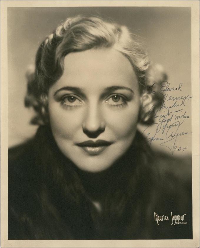 <p> <strong>19. Agnes Ayres</strong><strong>(1898 - 1940)</strong><br /><br /> Cô là ngôi sao của thể loại phim câm.</p>