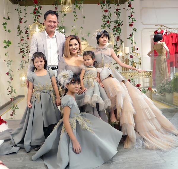 4 cô công chúa đáng yêu của Vũ Thu Phương gồm bé Kim Ngọc (13 tuổi), Bảo Ngọc (10 tuổi), Ngọc Anh (5 tuổi), Ngọc An (gần 3 tuổi). Trong 4 đứa con này, có 2 cô con gái là con riêng của chồng.