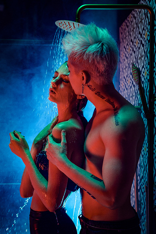 Chi Dân lần đầu bán nude trong MV.