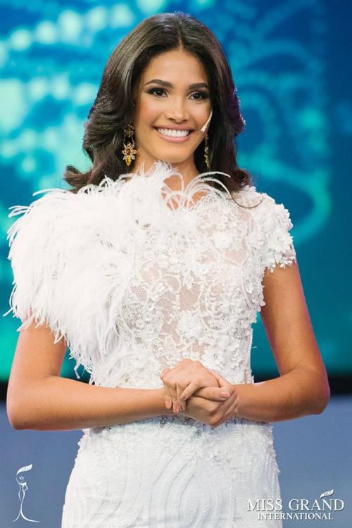 VenezuelaĐại diện của cường quốc hoa hậuVenezuela - Biliannis Álvarez là ứng cử viên hàng đầu cho ngôi vị Hoa hậu Hòa bình Quốc tế năm nay. Ngoài chiều cao khủng 1m82, mỹ nhân này còn sở hữu khuôn mặt góc cạnh với đường nét hoàn hảo. Dù là bá chủ các cuộc thi nhan sắc khác song Venezuela chưa từng giành được bất kỳ vương miện Hoa hậu Hòa bình nào. Vì vậy, Biliannis được nhiều người kỳ vọng sẽ làm nên chuyện tại mùa thi năm nay.