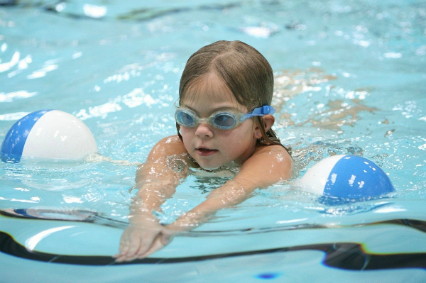 Bơi lội có thể giúp teen cải thiện chiều cao đáng kể.