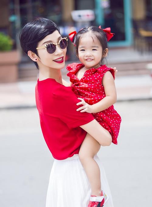 Bé Thỏ nhà Xuân LanVictoria Nguyễn Thiên Ân