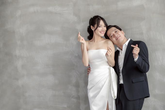 <p> Đây là bộ ảnh do NTK Chung Thanh Phong và ekip thực hiện theo yêu cầu của cô dâu - chú rể.</p>