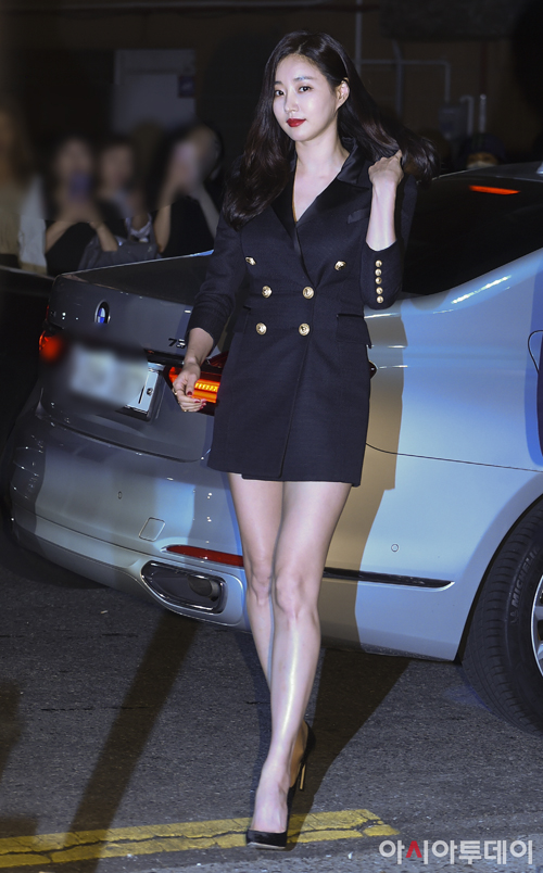 Đa số đều trầm trồ trước nhan sắc đỉnh cao và thân hình tuyệt vời của Kim Sa Rang. Dù đã 40 tuổi nhưng cô vẫn trẻ đẹp như gái 20.