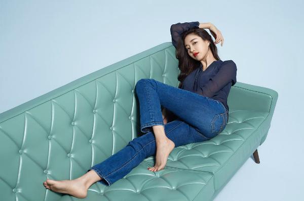 Năm 2013, Kim Sa Rang bị đồn nằm trong đường dây bán dâm ngàn đô của 30 sao Hàn. Tuy nhiên, người đẹp nổi tiếng đã lên tiếng đính chính và yêu cầu kiện người đã tung tin đồn sai sự thật về cô. Sau đó cảnh sát đã tuyên bố Kim Sa Rang không hề liên quan đến scandal này.