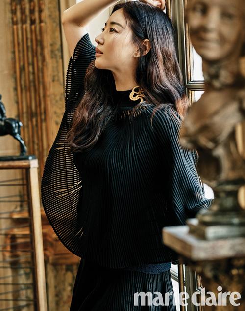 Năm 2017, Kim Sa Rang từng nhận lời tham gia bom tấn Mr. Sunshine của tvN. Tuy nhiên sau đó cô đã rút lui khỏi dự án vì lý do sức khỏe, người thay thế cô là nữ diễn viên Kim Min Jung.