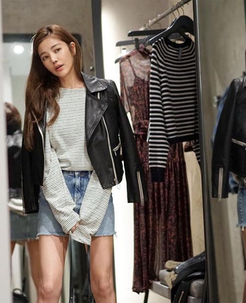 Lure Hsu đang là chủ một thương hiệu thời trang mang tên chính mình. Ngoài gương mặt xinh đẹp, cô còn thu hút vì có phong cách rất trẻ trung, sành điệu vượt tuổi.