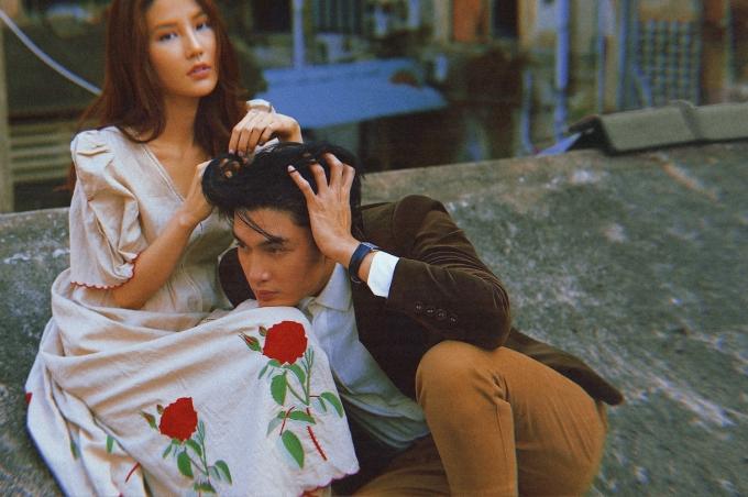 <p> Bộ ảnh mới được thực hiện mang màu sắc cổ điển của thập niên 80. Họ diện trang phục giản dị, diễn xuất thân mật như đôi tình nhân.</p>