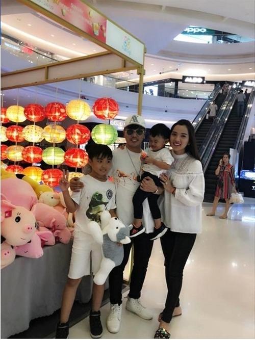 Tranh thủ thời gian, vợ chồng Ưng Hoàng Phúc - Kim Cương