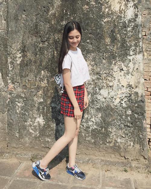 Nhiều người kỳ vọng dù thành hoa hậu nhưng Tiểu Vy cũng sẽ không đánh mất phong cách ăn mặc rất riêng biệt này.