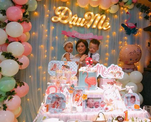 Lâm Á Hân tổ chức sinh nhật 1 tuổi hoành tráng cho con gái cưng.