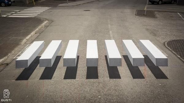 Những vạch kẻ đường dành cho người đi bộ dưới định dạng 3D. Thiết kế thú vị này xuất phát tại một thị trấn đánh cá nhỏ ở Ísafjörður, Iceland.Ýtưởng nhằm giảm tốc độ xe di chuyển vừa mới xuất hiện. Bởi thế, hnhững vạch kẻ đường dành cho người đi bộ mới đã được sơn 3D nhằm tạo ra một ảo ảnh quang học độc đáo.