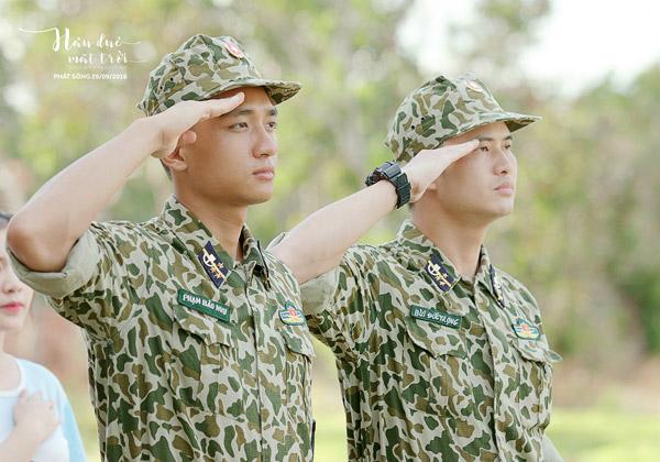 Thượng sĩ Bảo Huy (Hữu Vi) và đồng đội.