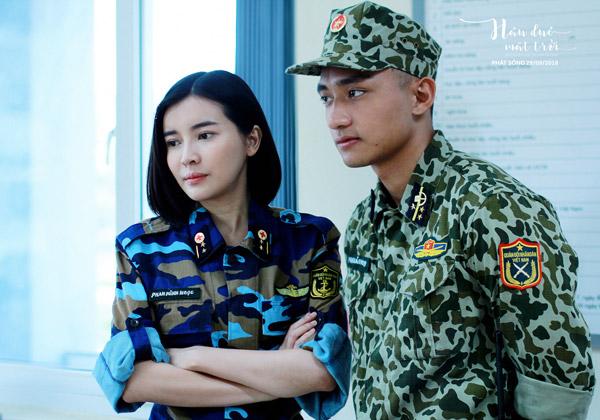 Quân phục của các nhân vật trong phim là đồng phục của Cảnh sát Biển và Đặc công Hải quân.