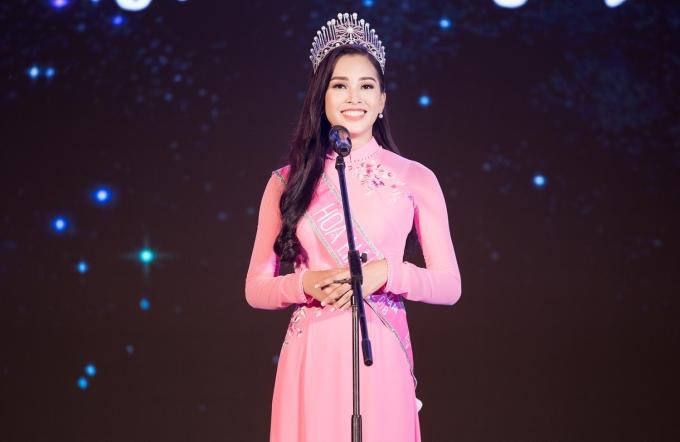 <p> Nhân dịp Tết Trung thu, Hoa hậu Trần Tiểu Vy đã cùng lãnh đạo tỉnh Quảng Nam tổ chức phát quà cho các trẻ em có hoàn cảnh khó khăn, trẻ em vùng sâu, vùng xa.</p>
