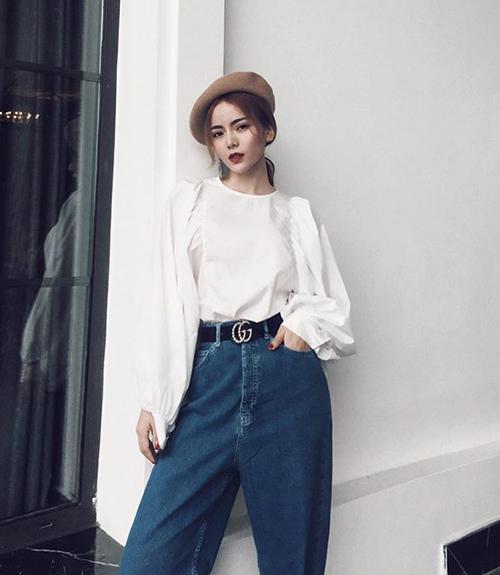 Người đẹp sinh năm 1994 thu hút hơn 115 nghìn người theo dõi trên Facebook, thường xuyên khoe những bức ảnh street style đầy sành điệu và sang chảnh.