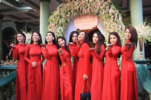Đám cưới Lâm Khánh Chi đặc biệt gây sự chú ý vì có dàn phù dâu toàn là các mỹ nhân chuyển giới, đang hoạt động người mẫu tại TP HCM.