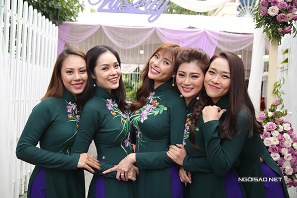 Trong ngày trọng đại của Lê Phương vào tháng 8/2017, nhiều người đẹp nổi tiếng như Thuý Diễm, Thanh Trúc, Diệp Bảo Ngọc, Dương Cẩm Lynh.. đã tham dự với vai trò phù dâu.