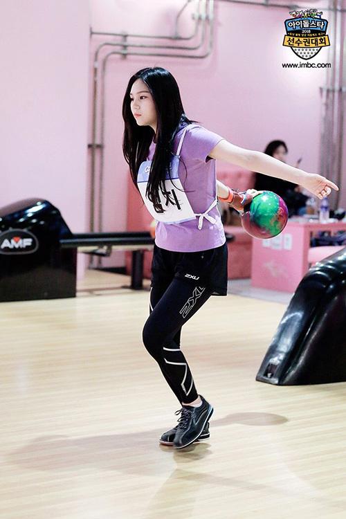 Um Ji đã nhiều lần thi môn bowling nên có tư thế rất chuẩn.