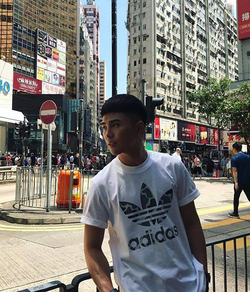 Will khoe vẻ bảnh bao trên đường phố Hong Kong.