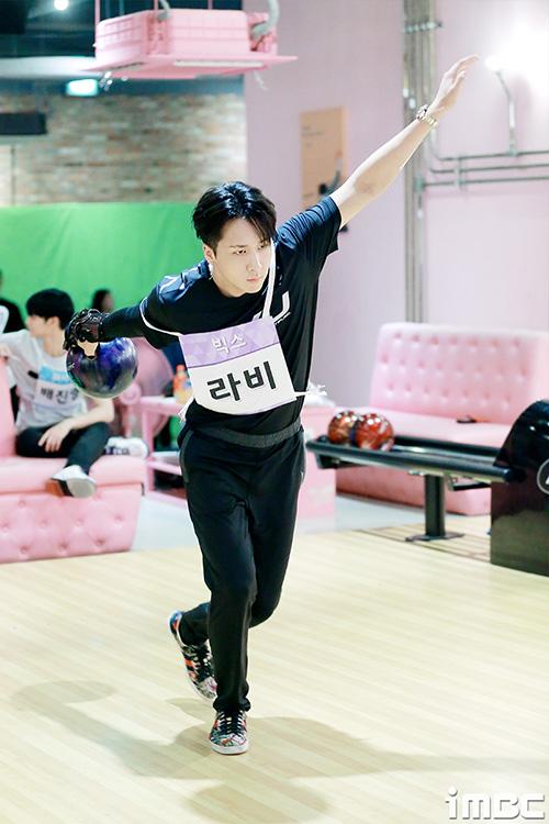 Ravi (VIXX) có hình thể, tư thế chuẩn như một vận động viên chuyên nghiệp.