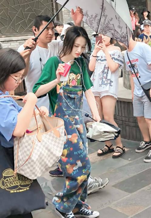 Hình ảnh Trịnh Sảng trên trường quay gần đây. Nhiều người khen nữ diễn viên đang trở lại thời đỉnh cao nhan sắc.