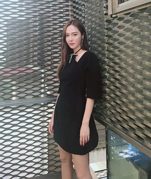 Jessica không tiếc tiền đầu tư cho những trang phục hàng hiệu để khoe đẳng cấp.