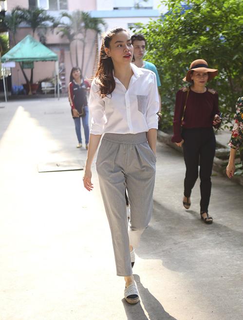 ... hay giày Chanel, tạo nên tổng thể phù hợp hoàn cảnh mà vẫn sành điệu.