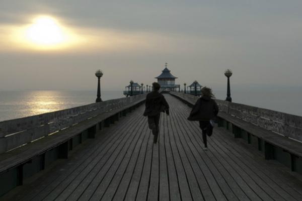 5 câu chuyện tình yêu thuần khiết khiến những trái tim cô đơn rung động - 1