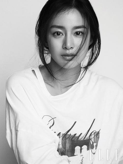 Hình ảnh mới nhất của Kim Tae Hee trên bìa tạp chí.