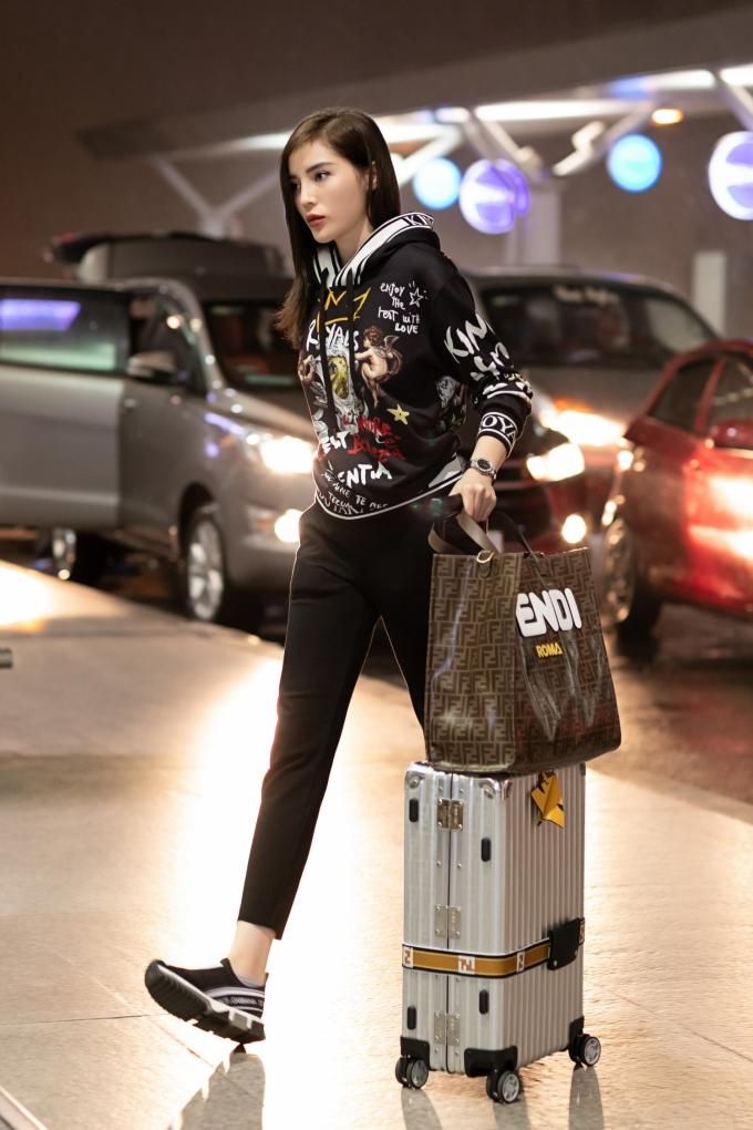 """<p> Kỳ Duyên là đại diện duy nhất của Việt Nam cùng 5 gương mặt khác đến từ khu vực Châu Á - Thái Bình Dương được chọn tham dự show """"Le Défilé L'Oreal Paris"""" trong khuôn khổ Paris Fashion Week sắp tới.</p>"""