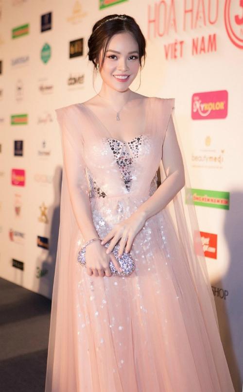 Dương Cẩm Lynh trẻ trung, xinh đẹp ở tuổi 36.