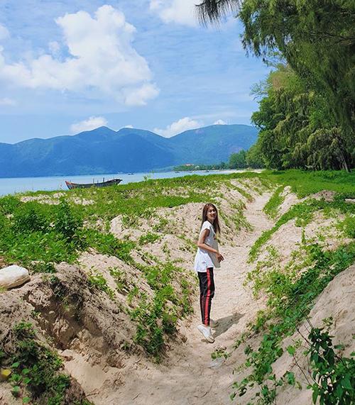 Quỳnh Châu khoe ảnh khám phá thiên nhiên Việt Nam đẹp như tranh vẽ.