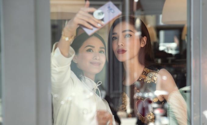 """<p> Kỳ Duyên còn gặp gỡ nữ diễn viên Heart Evangelista đến từ Phillipines. Vốn là """"đệ nhất rich kid"""" của châu Á, Heart là khách mời của các thương hiệu hàng đầu thế giới. Cả hai không ngại ngần follow nhau trên mạng xã hội. Trước đó, Heart được biết đến là bạn thân của diễn viên Tăng Thanh Hà và là người sở hữu BST túi Hermes """"khủng"""" nhất Philippines.</p>"""