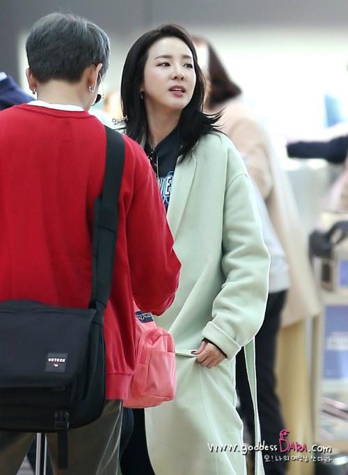 Ngày 26/9 (giờ địa phương), Dara đã lên đường sangPháp để tham dự các show diễn thuộc khuôn khổ Tuần lễ thời trang Paris.