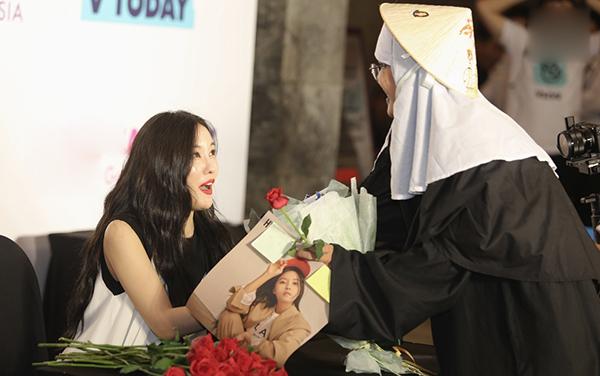 Fan Việt chơi lầy khi hóa ma sơ The Nun khiến Hyomin giật bắn mình - 3